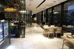Alimento do restaurante do bufete do café da manhã em um hotel foto de stock royalty free