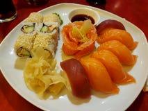 Alimento do sushi do estilo japonês imagem de stock