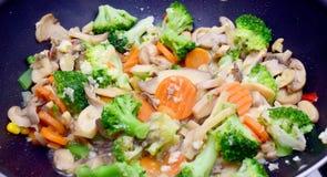 Alimento do vegetariano no frigideira chinesa Fotos de Stock