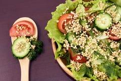 Alimento do vegetariano Vinhos do trigo mourisco Produto-vegetais frescos de vegetables Fundo de Brown Fotografia de Stock Royalty Free