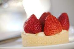 Alimento dolce del dessert acido del dolce del formaggio della fragola fotografia stock