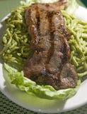 Alimento dos Peruvian do bife do saltado do tallarin do espaguete Fotos de Stock