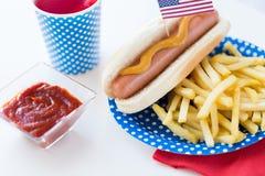 Alimento e bebidas no partido americano do Dia da Independência Fotos de Stock