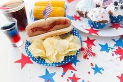 Alimento e bebidas no partido americano do Dia da Independência Fotografia de Stock Royalty Free