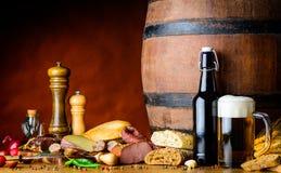 Alimento e birra Fotografie Stock Libere da Diritti