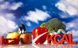 Alimento e cielo blu di forma fisica Immagine Stock