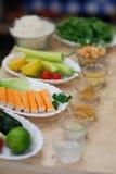 Alimento e spezie organizzati ordinatamente Immagini Stock