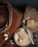 Alimento e tavola e strutture di legno Immagini Stock Libere da Diritti