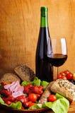 Alimento e vinho tradicionais Fotos de Stock Royalty Free