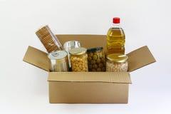 Alimento em uma caixa da doação Fotos de Stock