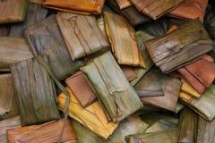 Alimento embalado nas folhas Imagens de Stock