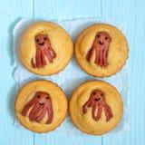 Alimento engraçado da criança Queques do Cornbread com polvo da salsicha Imagens de Stock Royalty Free