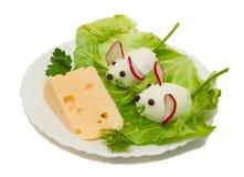 Alimento engraçado - dois rato e queijo Fotos de Stock Royalty Free