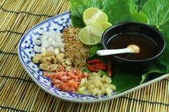 Alimento envolvido nas folhas Imagens de Stock