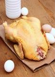 Alimento fresco do agregado familiar - a galinha, os ovos e os pares ordenham Fotos de Stock Royalty Free