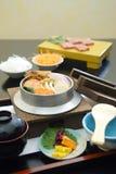 Alimento giapponese, Shabu-shabu e sushi Immagini Stock Libere da Diritti