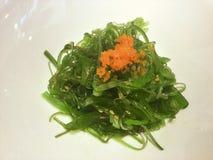 Alimento giapponese Wakame e Tobiko immagine stock