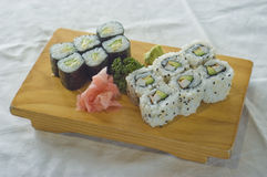 Alimento giapponese, zolla di Maki   Fotografie Stock Libere da Diritti