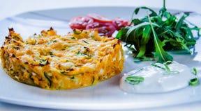 Alimento gourmet em uma placa imagem de stock royalty free