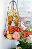Alimento grego tradicional na loja da ilha de Santorini Imagem de Stock Royalty Free