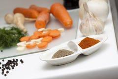 Alimento grezzo e cucinare immagine stock