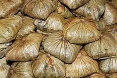 Alimento imballato in foglie Fotografia Stock Libera da Diritti