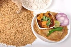 Alimento indiano del frumento - focaccia & pollo Fotografie Stock Libere da Diritti