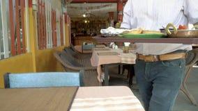 Alimento indiano do serviço do cozinheiro chefe filme