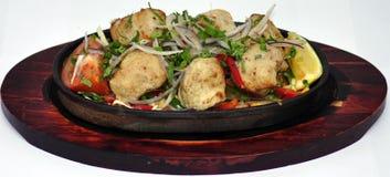 Alimento indiano sul piatto di legno Fotografie Stock Libere da Diritti