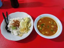 Alimento indon?sio alimento do javanese Prato tradicional em Betawi A sopa é chamada betawi do soto imagens de stock