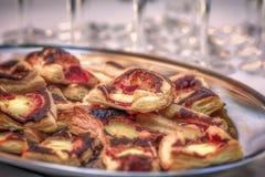 Alimento italiano della pizza piccolo e saporito Immagini Stock
