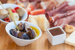 Alimento italiano en tajadera fotografía de archivo