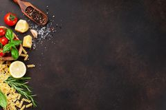 Alimento italiano Ingredienti della pasta fotografia stock