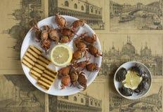 Alimento italiano: Moeche con la polenta Fotografia Stock Libera da Diritti