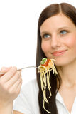 Alimento italiano - a mulher saudável come o molho de espaguete imagens de stock