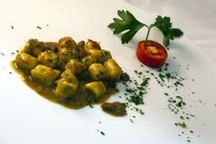 Alimento italiano - salsa del gnocchi y de la carne de venado Foto de archivo libre de regalías