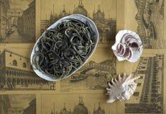 Alimento italiano: spaghetti al nero del calamaro Fotografia Stock Libera da Diritti