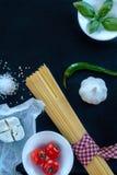 Alimento italiano su fondo nero Fotografie Stock