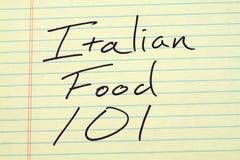 Alimento italiano 101 su un blocco note giallo Fotografia Stock