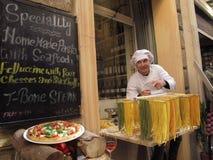 Alimento italiano sulla via immagine stock