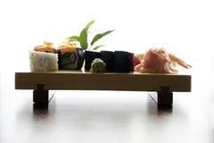 Alimento japonés tradicional del sushi Foto de archivo