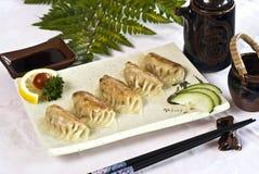 Alimento japonês, cinco Raviolis   imagem de stock royalty free