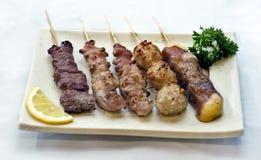 Alimento japonês, placa de Skewers da carne, fotografia de stock