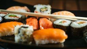 Alimento japonês, placa do sushi fotografia de stock