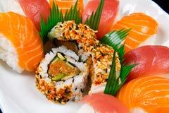Alimento japonês tradicional do sushi fresco Imagens de Stock Royalty Free