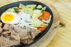 Alimento japonês tradicional na tabela de madeira Fotos de Stock