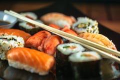 Alimento japonês, variedade do sushi fotografia de stock