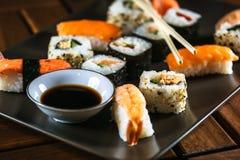 Alimento japonês, variedade do sushi fotografia de stock royalty free