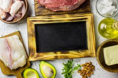 Alimento Ketogenic da dieta Fundo equilibrado do alimento do baixo-carburador   foto de stock