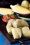 Alimento latino-americano Humitas caseiros tradicionais do milho Imagens de Stock